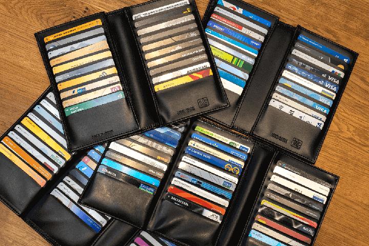 複数のクレジットカードの画像
